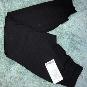 NWT Lululemon Ready to a Rulu Jogger Sise 2 Black